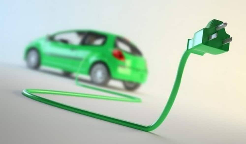 электромобиль и зарядка