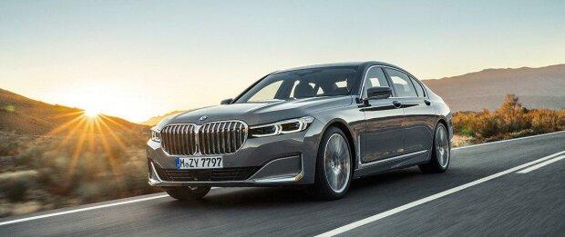 электромобиль BMW i7