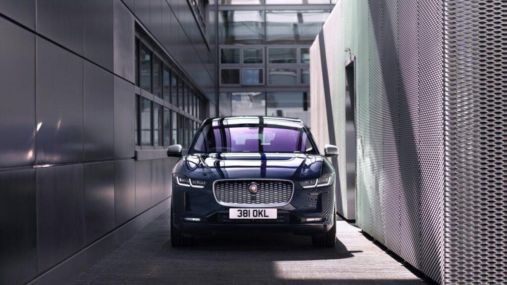 Электромобиль jaguar i-pace-2021