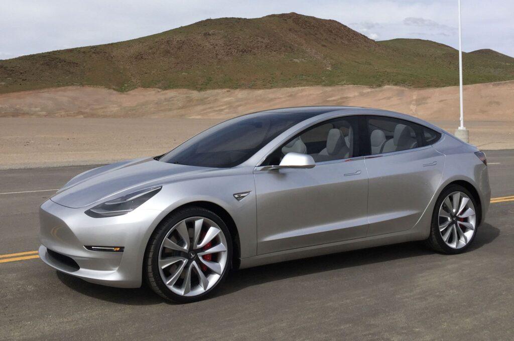 Самый продаваемый электромобиль Tesla