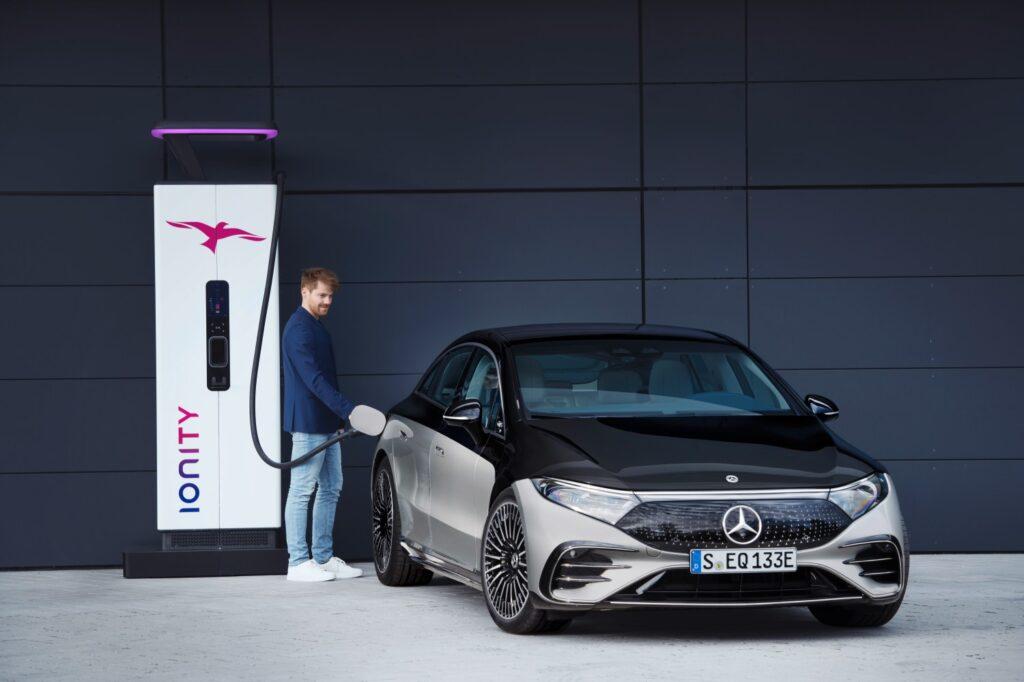 Mercedes-Benz EQS зарядка