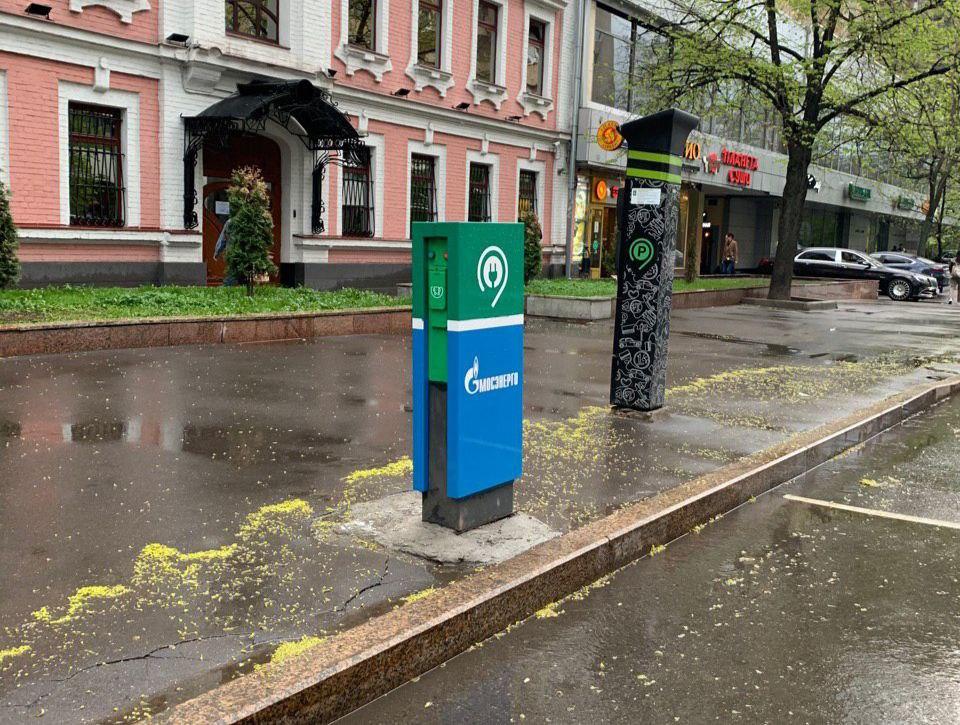 Зарядка для электромобиля в Москве ул. Селезневская