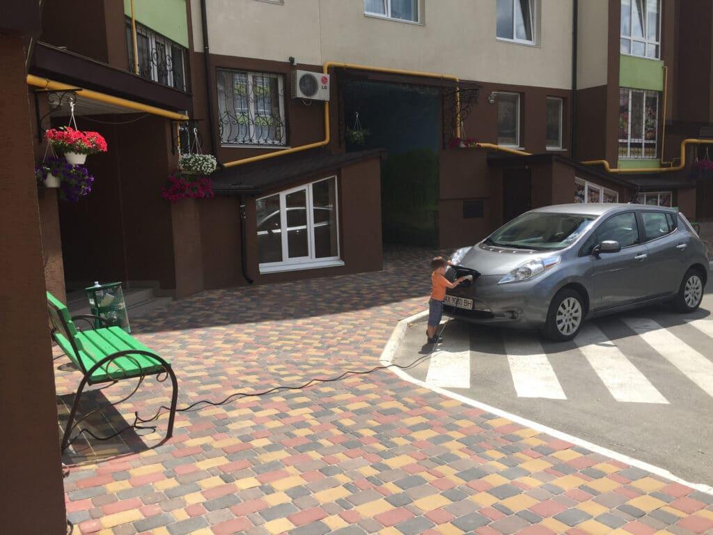 Зарядка электромобиля от бытовой розетки