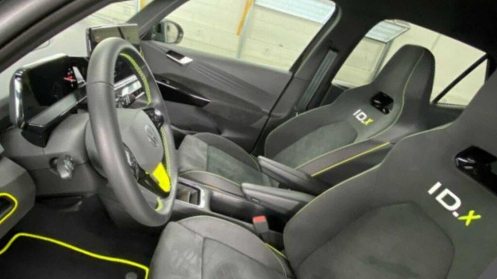 Электромобиль Volkswagen ID X сиденья
