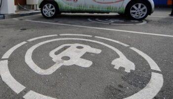 Парковки для электромобилей в Москве