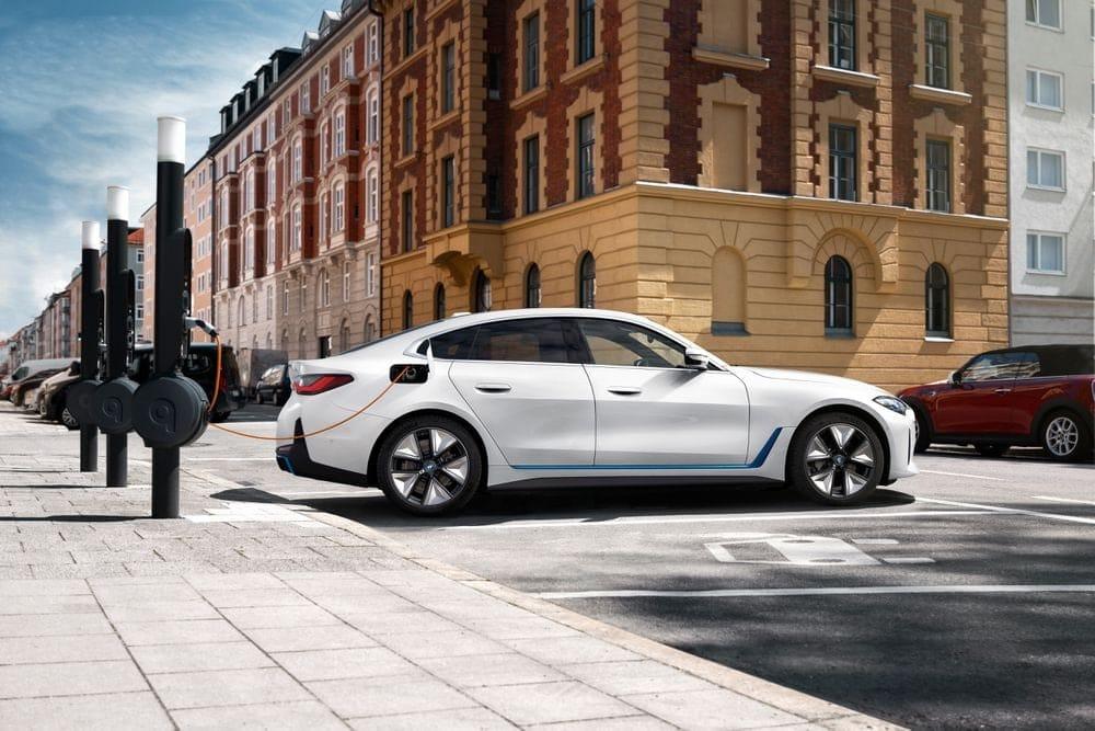 Премьера электромобиля BMW i4