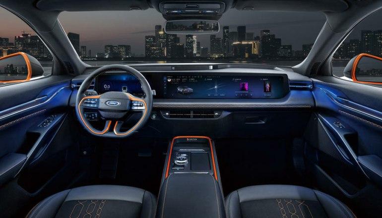 Интерьер электромобиля Ford 2022