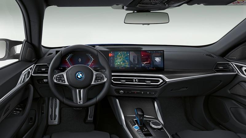 BMW i4 электромобиль, интерьер-мультимедиа