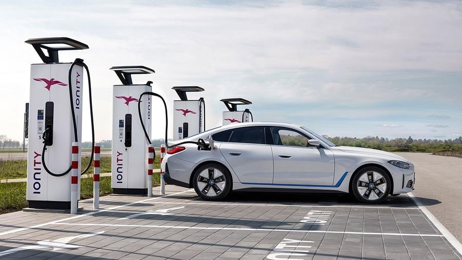 BMW i4 премьера электромобиля, возможности зарядки