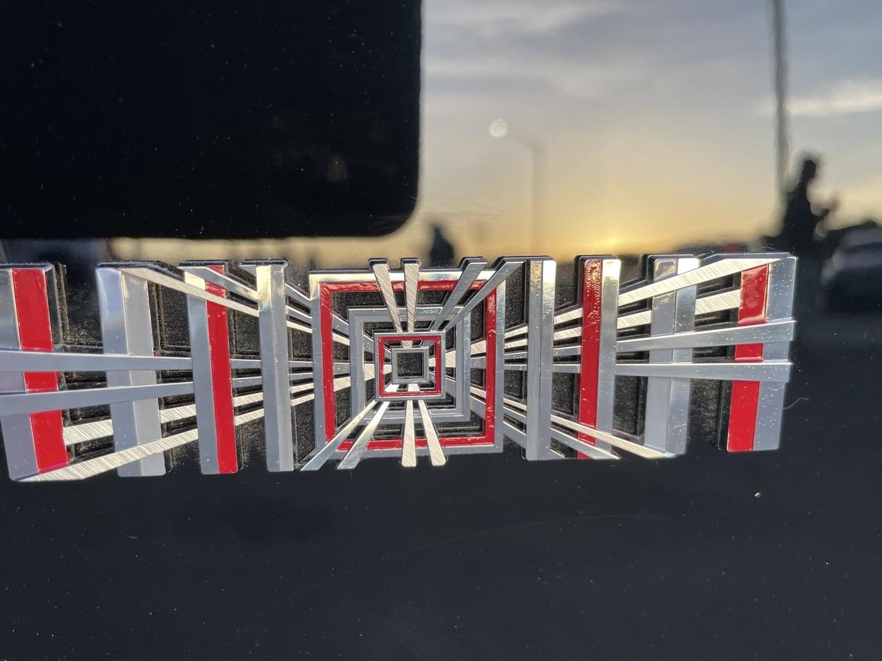 Знак Tesla Model S Plaid