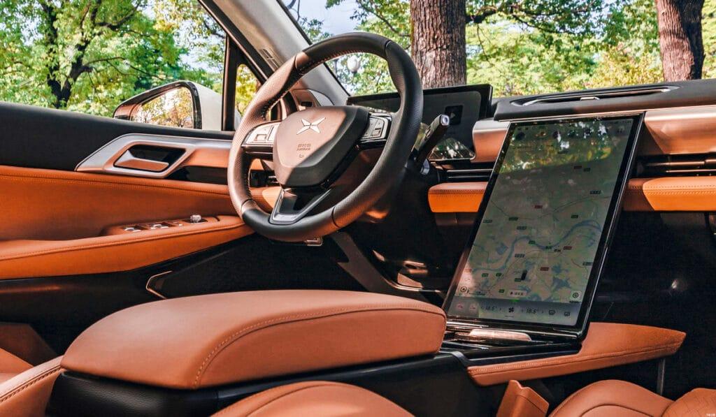 электромобиль Xpeng P5 оснащение салона интерьер