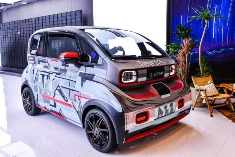Электромобиль Baojun KiWi EV в стиле граффити