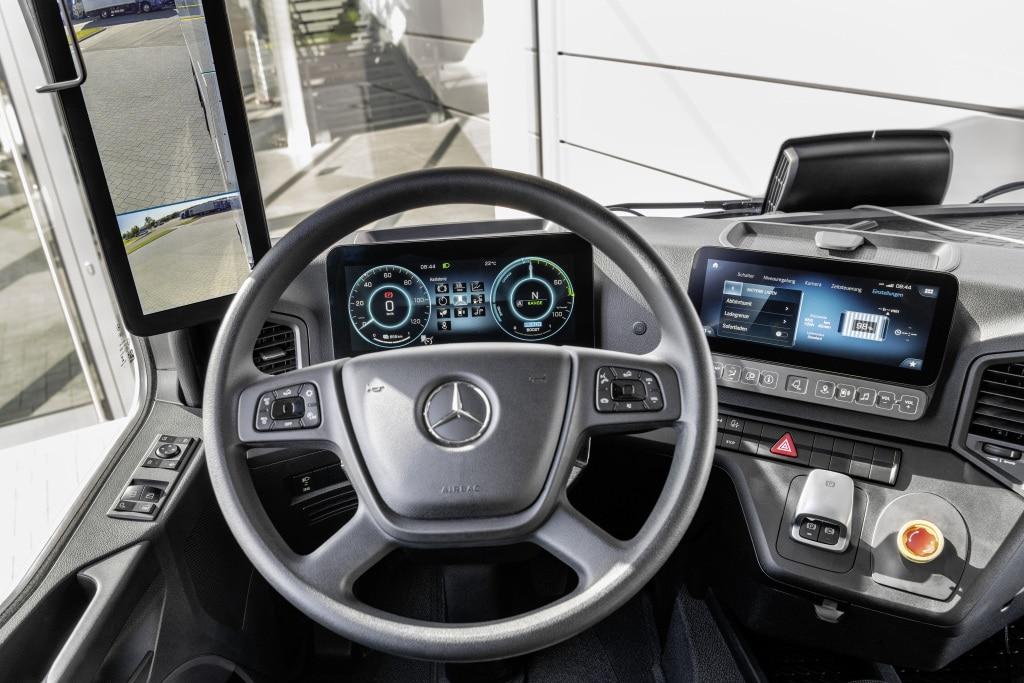 Mercedes eActros салон