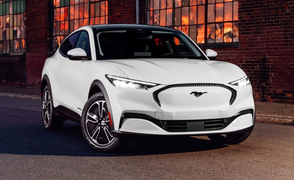 электромобиль форд 2021-mustang-mach-e