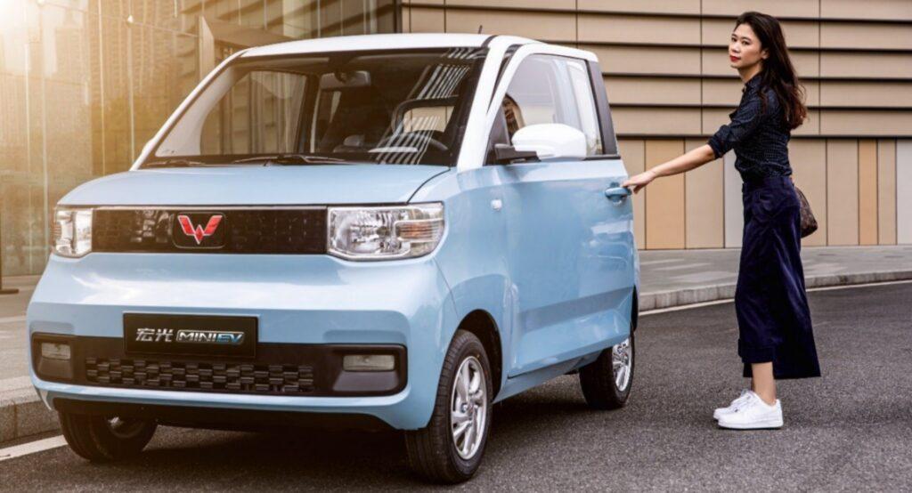 Для сравнения: так выглядит модель Wuling HongGuang Mini EV