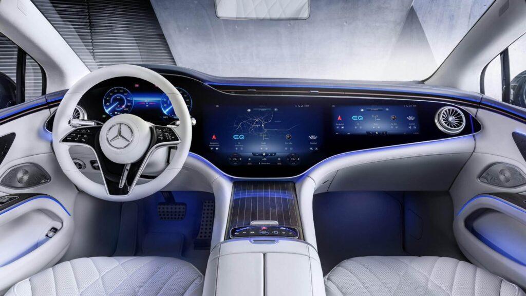 Электромобиль Mercedes-Benz EQS экран