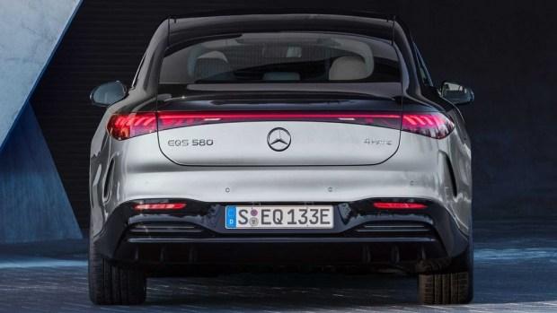 Электромобиль Mercedes-Benz EQS вид сзади