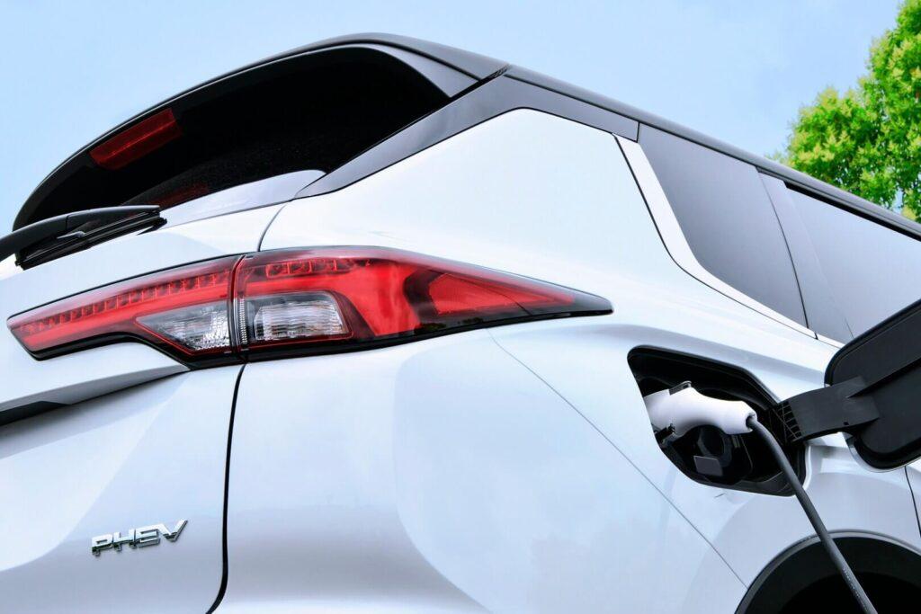 Тизер плагин-гибрида Mitsubishi Outlander PHEV 2022