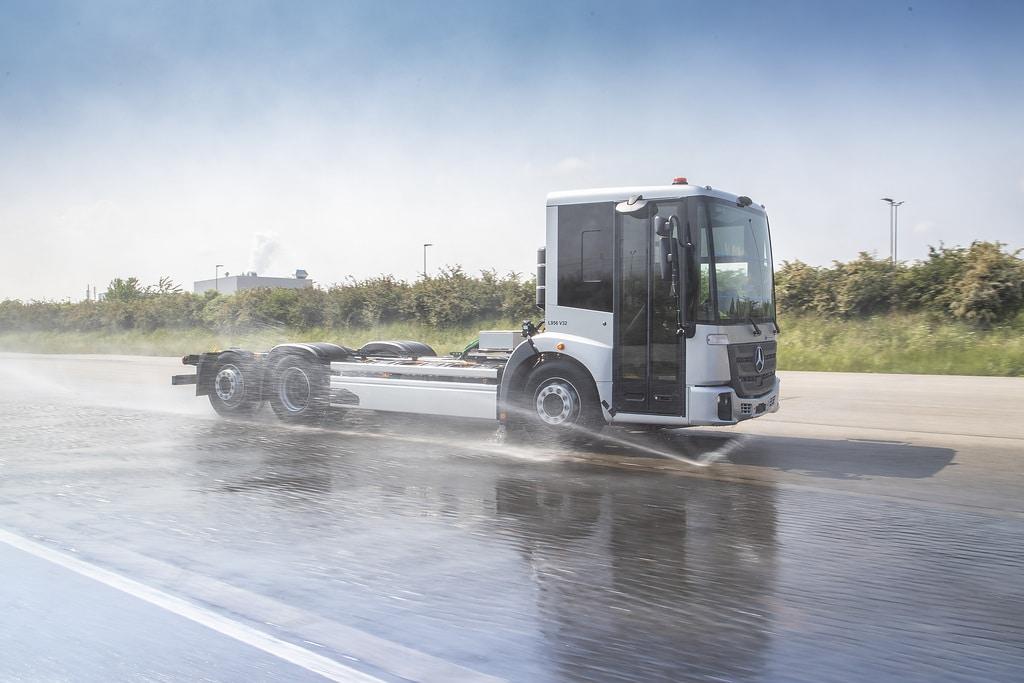Электромусоровоз Mercedes-Benz eEconic дорожные испытания