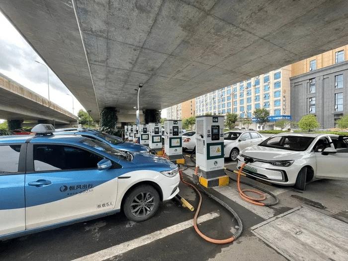 Станции зарядки электромобилей в Китае