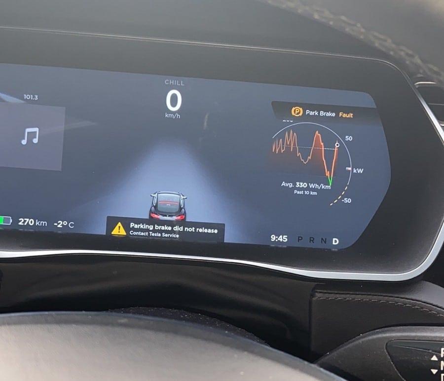 Глюки программного обеспечения Tesla