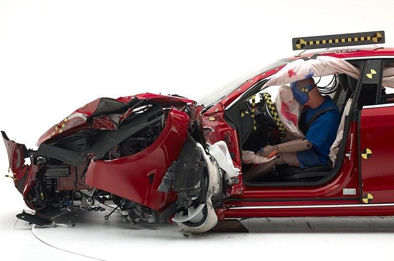 Краш тест электромобиля Tesla-Model-S