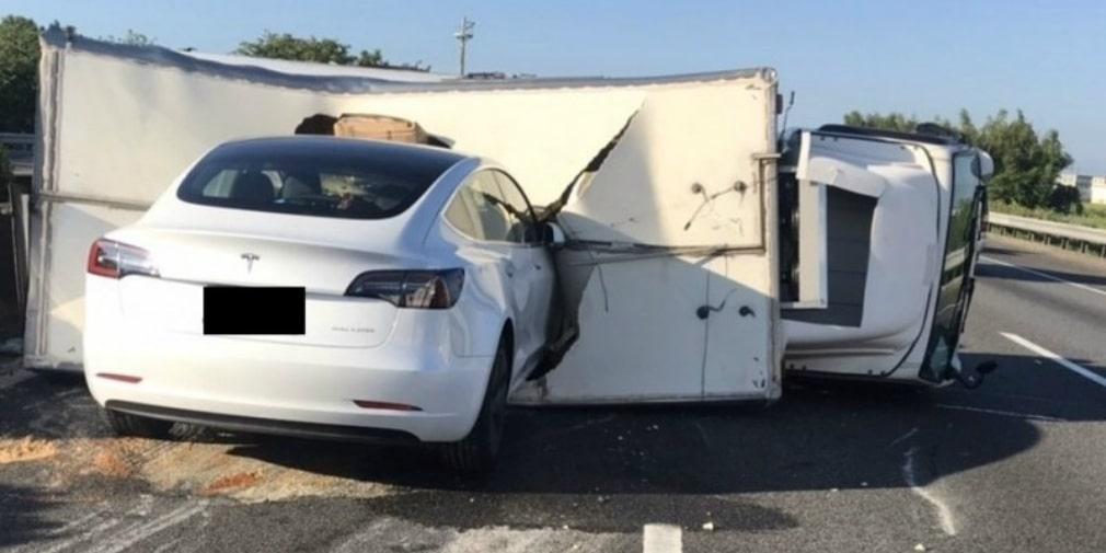 автопилот Tesla авария
