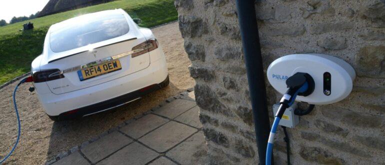 Закон про точки зарядки электромобилей в Англии