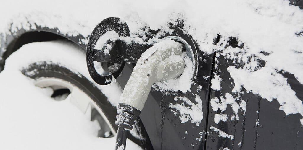 Как ведет себя электромобиль зимой в России